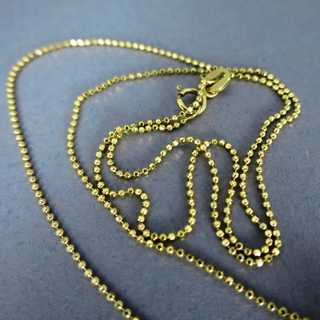 Geometric gold pendant with nine diamonds and gol chain