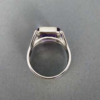 White gold ring with amethyst stone