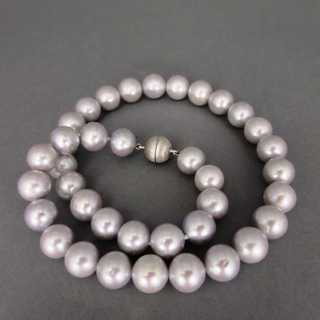 Gorgeous ladys necklace with grey freshwater pearls and silver clasp vintage