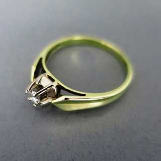 Ladys solitaire diamond ring in yellow gold