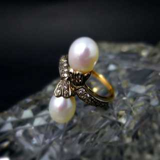 Bypass gold ring with diamonds and pearls