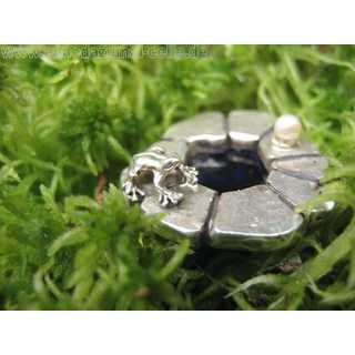 Hand made artist design ring with frog figure and pearl on a well