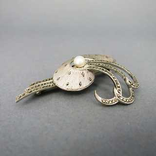 Brooch with pearl and marcasites in silver Theodor Fahrner