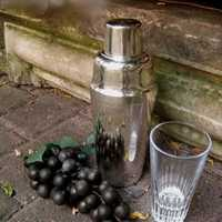 Elegant late Art Deco drink shaker by WMF new silver...