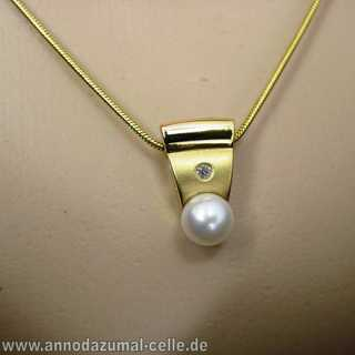 Diamond and pearl gold pendant