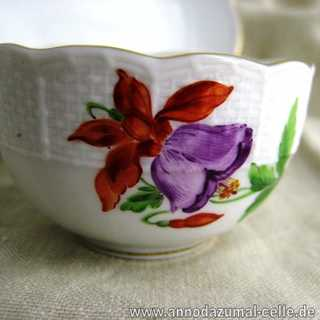 Mocha porcelain cup with flower motif Meissen