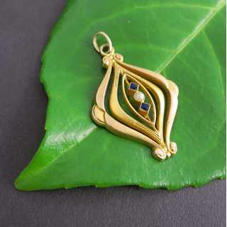Victorian gold pendant with pearl and sapphires