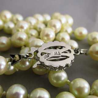 Long Art Deco akkoya pearl necklace with beautiful white gold clasp