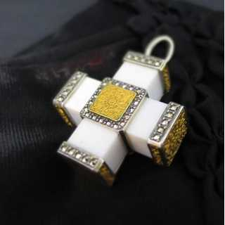 Cross-shaped pendant with white agate