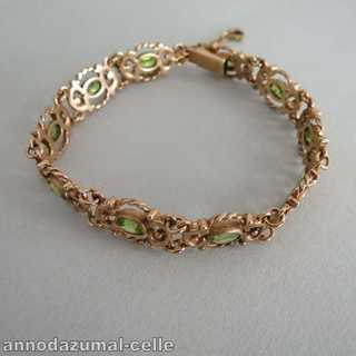 Interessantes Armband in Gold mit Peridots Trachtenschmuck England