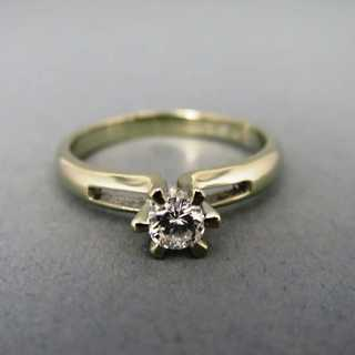 Elegant abstract ladys ring in white gold with nice solitaire diamond vintage