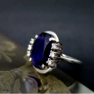 White gold ring with amethyst and diamonds