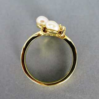 Beautiful extraordinairy gold ring with four pastel pearls and small diamonds