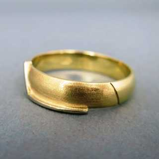 Beautiful gold band ring for women and men elegant with timeless design