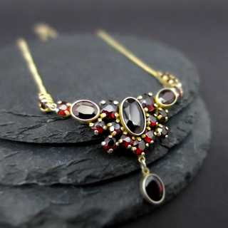 Elegant collier necklace in sterling silver with deep red bohemian garnets