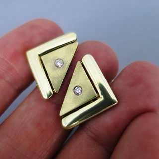 Elegant triangel-shaped cufflinks in 14 k gold with sparkly diamonds