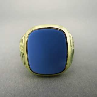 Elegant signet ring for men in gold with layer onyx