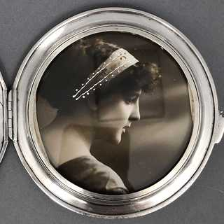 Impressively decorated picture frame with holder in sterling silver