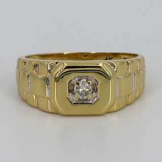 High-quality mens ring in gold set with a diamond