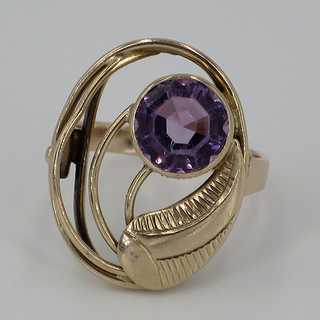 Special amethyst ring in floral design around 1950