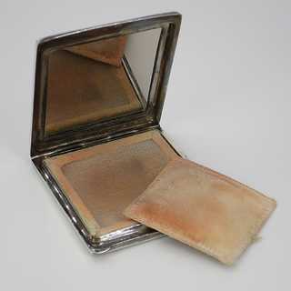 Magnificent Art Deco powder box with amber inlay in solid silver