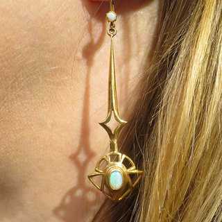 Pair of Art Nouveau earrings in 9 ct. Gold with beautiful opals