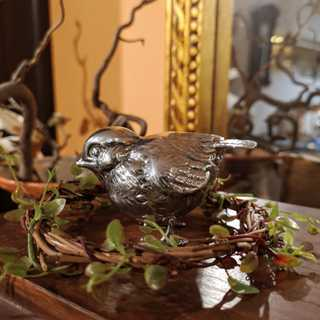 Small, detailed shaped garden bird in solid silver around 1925