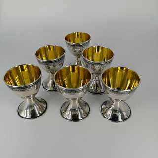 Rare set of 6 egg cups in silver and gold with acanthus frieze