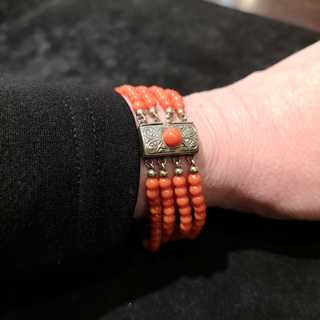 Magnificent bracelet in silver with red Mediterranean corals around 1950
