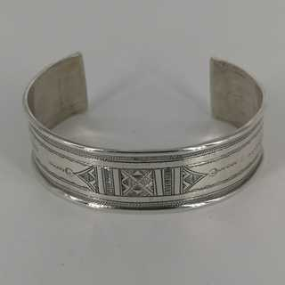 Beautifully chased bangle in 925 / - silver handmade