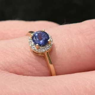 Delicate ring in gold with tanzanite and diamonds