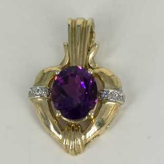 Delightful heart-shaped pendant with a magnificent purple amethyst