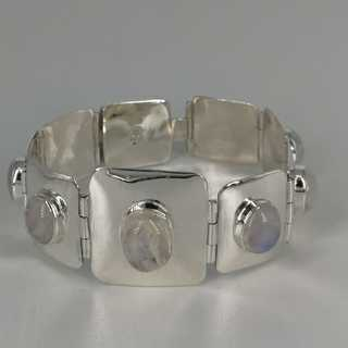 Modern bracelet in silver with oval moonstone cabouchons
