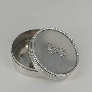 Magnificent round pill box in silver with coat of arms decor