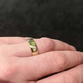 Band ring with peridot cabochon and diamonds