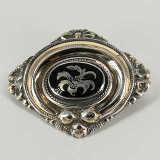 Beautiful antique brooch from the 19th century in gold-plated silver