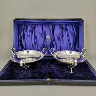 A pair of Art Nouveau bowls in the original box from 1907