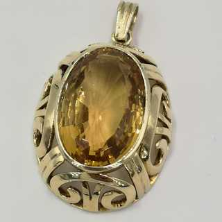 Large pendant in gold with a large straw yellow noble topaz