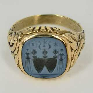 Magnificent mens seal ring in gold with a knightly coat of arms