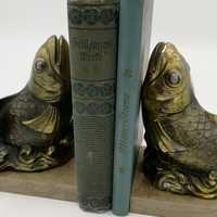 Pair of bookends with fish made of zamak on a marble base