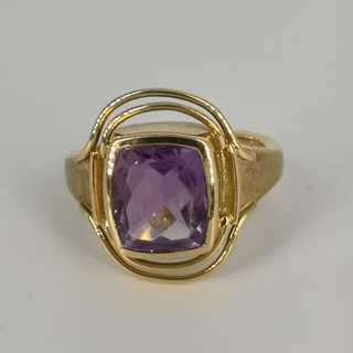Ladies ring in gold with a natural amethyst around 1980