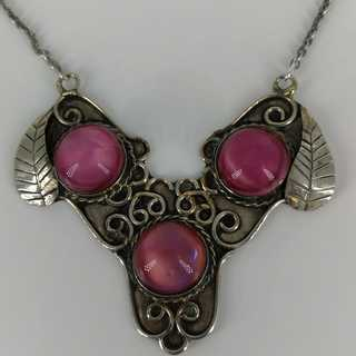 Magnificent necklace in silver with three pink cabouchons