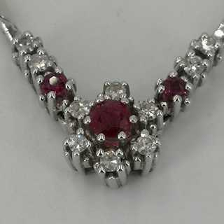 Classic necklace in white gold with diamonds and natural rubies