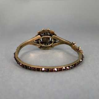 Antique bangle in gold with big garnet stones